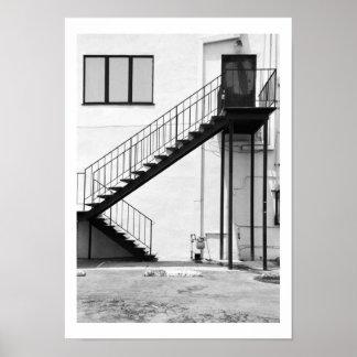 Trappuppgång i svartvitt affischer