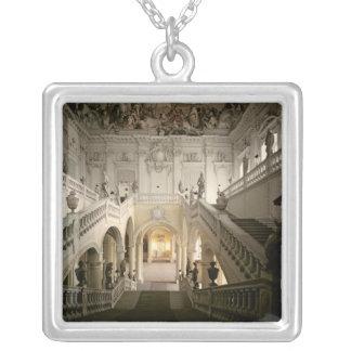 Trappuppgången som byggas 1719-44 silverpläterat halsband