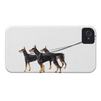 Tre Dobermans på koppel Case-Mate iPhone 4 Case