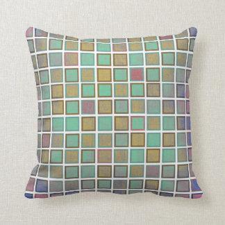 Trendiget kvadrerar mönster. Färgrikt kudder Kudde
