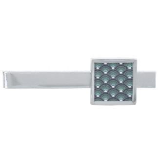 Trendsetterdesign på den silver pläterade slipsnål med silverfinish