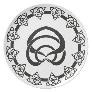 Tri-Peka den Celtic fnurran; Ormen centrerar Tallrik