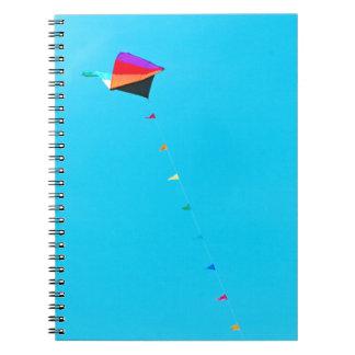 Trianglar i himmlen anteckningsbok med spiral