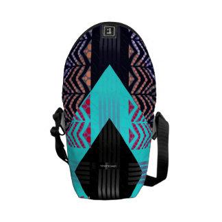 Trippy fluorescerande turkossebraabstrakt kurir väskor