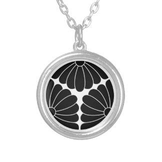 Trisected chrysanthemums silverpläterat halsband