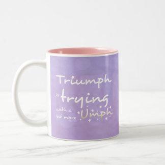 Triumfen är pröva med a bet mer umph Två-Tonad mugg