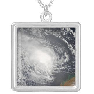 Tropisk Cyclone Jacob som att närma sig Australien Silverpläterat Halsband