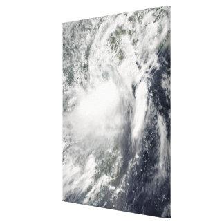 Tropisk storm Conson som att närma sig Vietnam Canvastryck