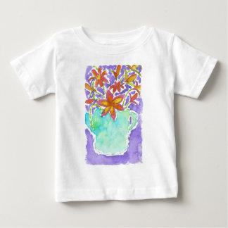 Tropiska blommor i blåttkanna tee shirt