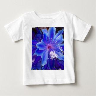 Tropiska natts gåvor för blåttblomma vid Sharles Tee Shirt