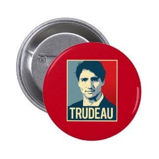 Trudeau propagandaaffisch - .png standard knapp rund 5.7 cm