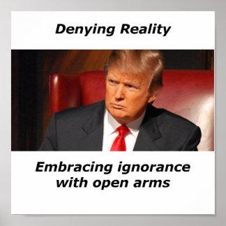 Trumf som förnekar verklighet poster