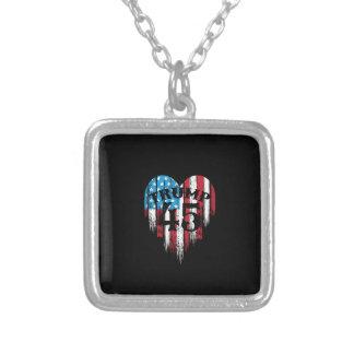 Trumfamerikanska flagganhjärta silverpläterat halsband