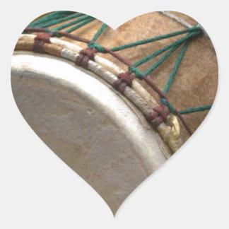 trumma hjärtformat klistermärke