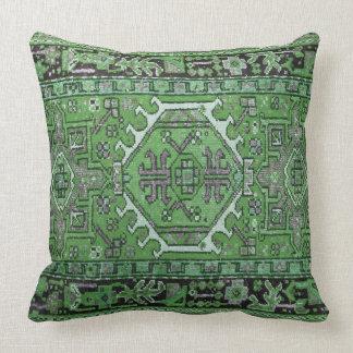 Trycket av den antika österlänningen mattar i oliv kudde