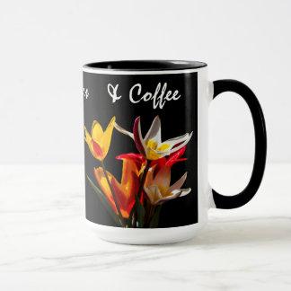 Tulpan blommar mot svart bakgrund