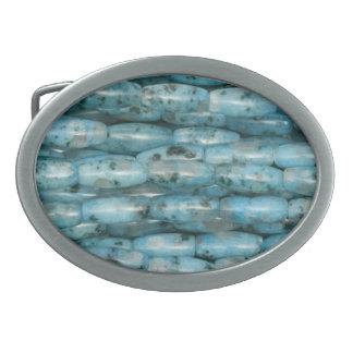 Turkosstenen pryder med pärlor avbildar bältet