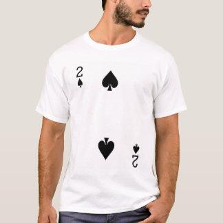 Två av spadar som leker kortet tröjor