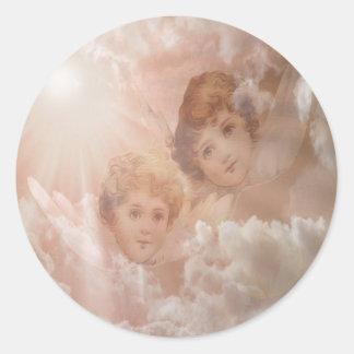 Två förtjusande änglar runt klistermärke