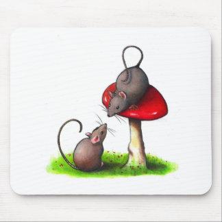 Två gulliga lite möss och en giftsvamp: Konstverk Musmatta