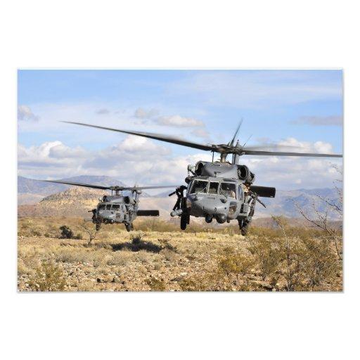 Två helikoptrar för HH-60 som Pavehawk förbereder  Fotografier