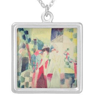 Två kvinnor och en man med papegojor, 20th århundr silverpläterat halsband