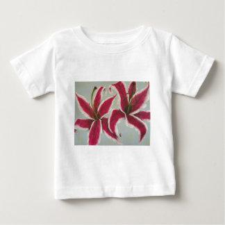 två lillies tshirts