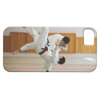 Två manar som konkurrerar i en Judomatch 3 iPhone 5 Hud