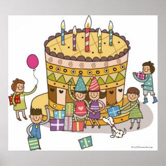 Två pojkar och tre flickor i en födelsedagsfest poster
