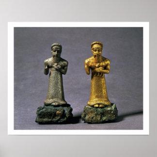 Två statuettes av manar som bär offerings av gette poster