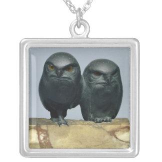 Två ugglor, 1903-04 silverpläterat halsband