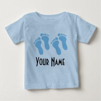 Tvilling- fotspår för pojkepersonligbaby t shirts