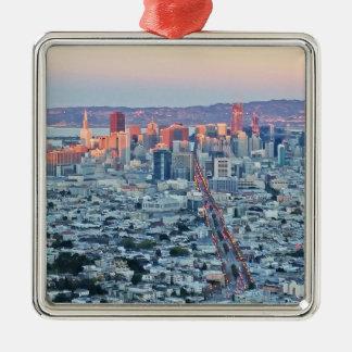 Tvilling- nå en höjdpunkt San Fransisco Julgransprydnad Metall