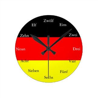 Tysken tar tid på rund klocka