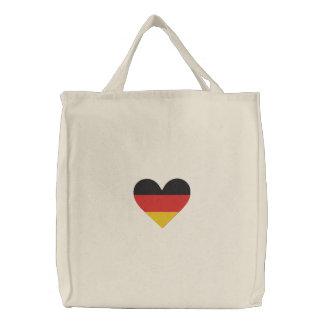 Tysklanda hänger lös den broderade hjärtaflagga