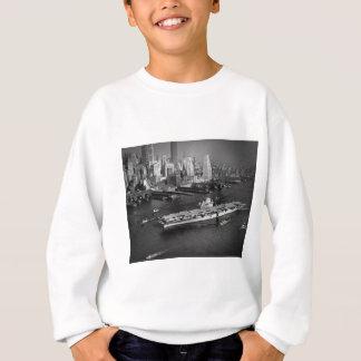 U.S.S. Bålgetingen seglar besegrar East River New T-shirt