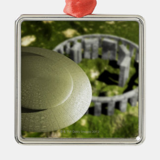 UFO som utforskar platsen av Stonehenge som den Julgransprydnad Metall