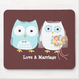 Ugglor som gifta sig bruden och brudgum med bestäl