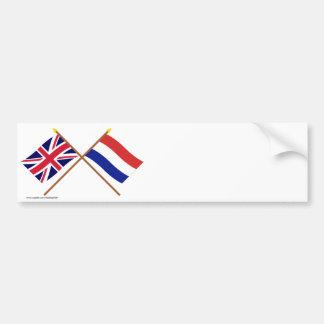 UK och Nederländerna korsad flaggor Bildekal