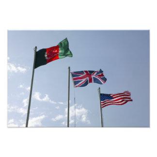 UK sjunker mellan den afghanska och US-flaggor Fotografiska Tryck