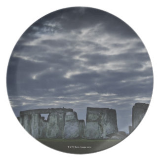 UK Stonehenge som är scenisk beskådar på gryning Tallrik