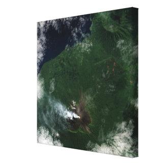 Ulawun vulkan av det New Britain toppmötet Canvastryck