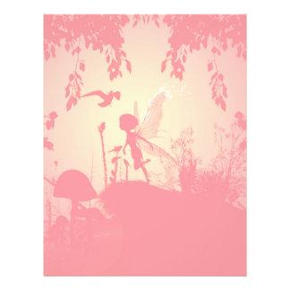 Underbar felik silhouette i rosor med fåglar brevhuvud