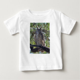 Underbar Horned uggla i träd Tee Shirts