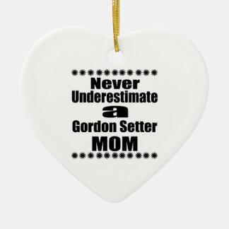 Underskatta aldrig mamman för den Gordon setteren Julgransprydnad Keramik