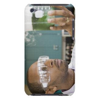 Undersökande experiment för afrikansk forskare in barely there iPod hud