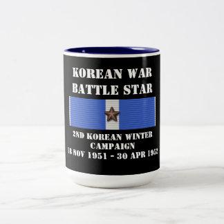 Understödja den koreanska vinterkampanjen Två-Tonad mugg