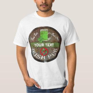 Undertecknar den irländska puben för den roliga t-shirt