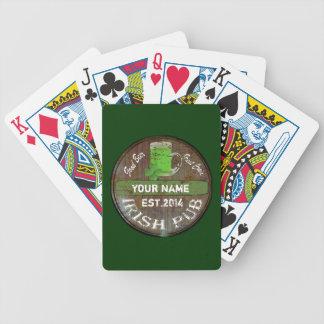 Undertecknar den irländska puben för personligen spelkort