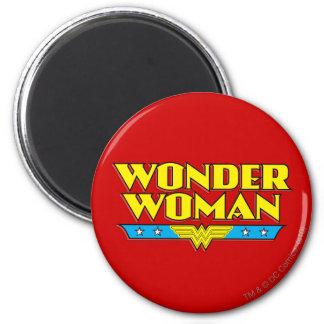Undra kvinnanamn och logotyp magnet rund 5.7 cm